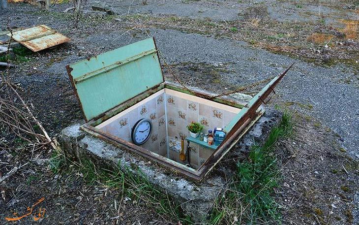 اتاق های مرموزی که درون چاه فاضلاب ساخته شده اند!