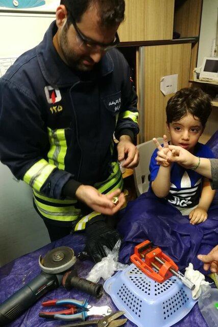 نجات پسربچه اهوازی از یک بازیگوشی حادثه ساز