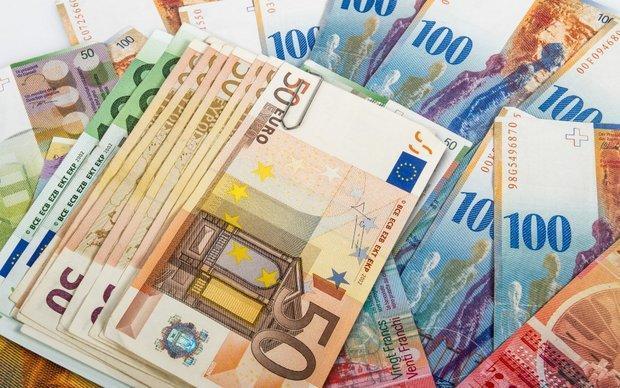 افزایش نرخ رسمی یورو، کاهش نرخ پوند ، نرخ 10 ارز ثابت ماند